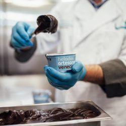 Heladeria Artesana Venecia, nuestros helados están elaborados de forma artesanal, para todos los públicos; también para alérgicos, intolerantes o veganos.